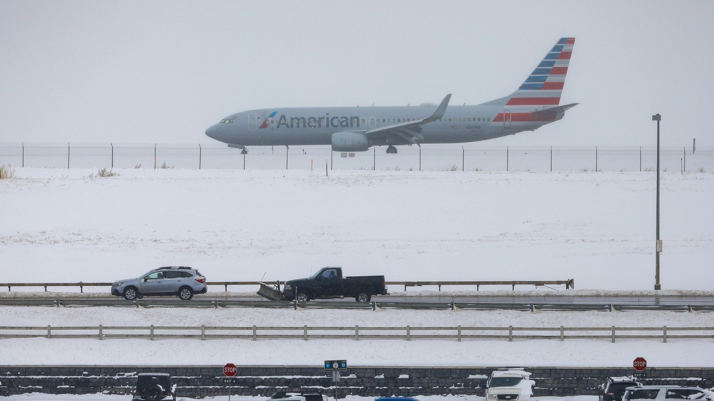Political News: 'Bomb Cyclone' Whips Through The West As Winter Storms Snarl Thanksgiving Travel – NPR