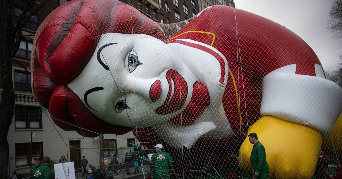 Political News: Macy's parade balloons fly despite gusty winds – NBC News