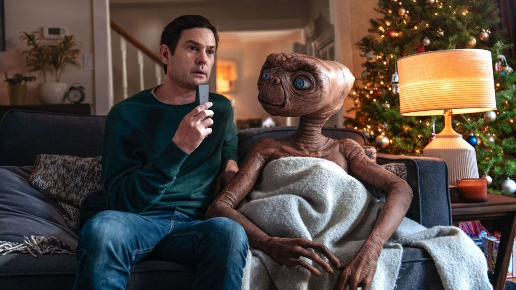 Political News: 'E.T.' Phones Home Again In Reunion Short Film Premiering On NBC And Syfy – Deadline