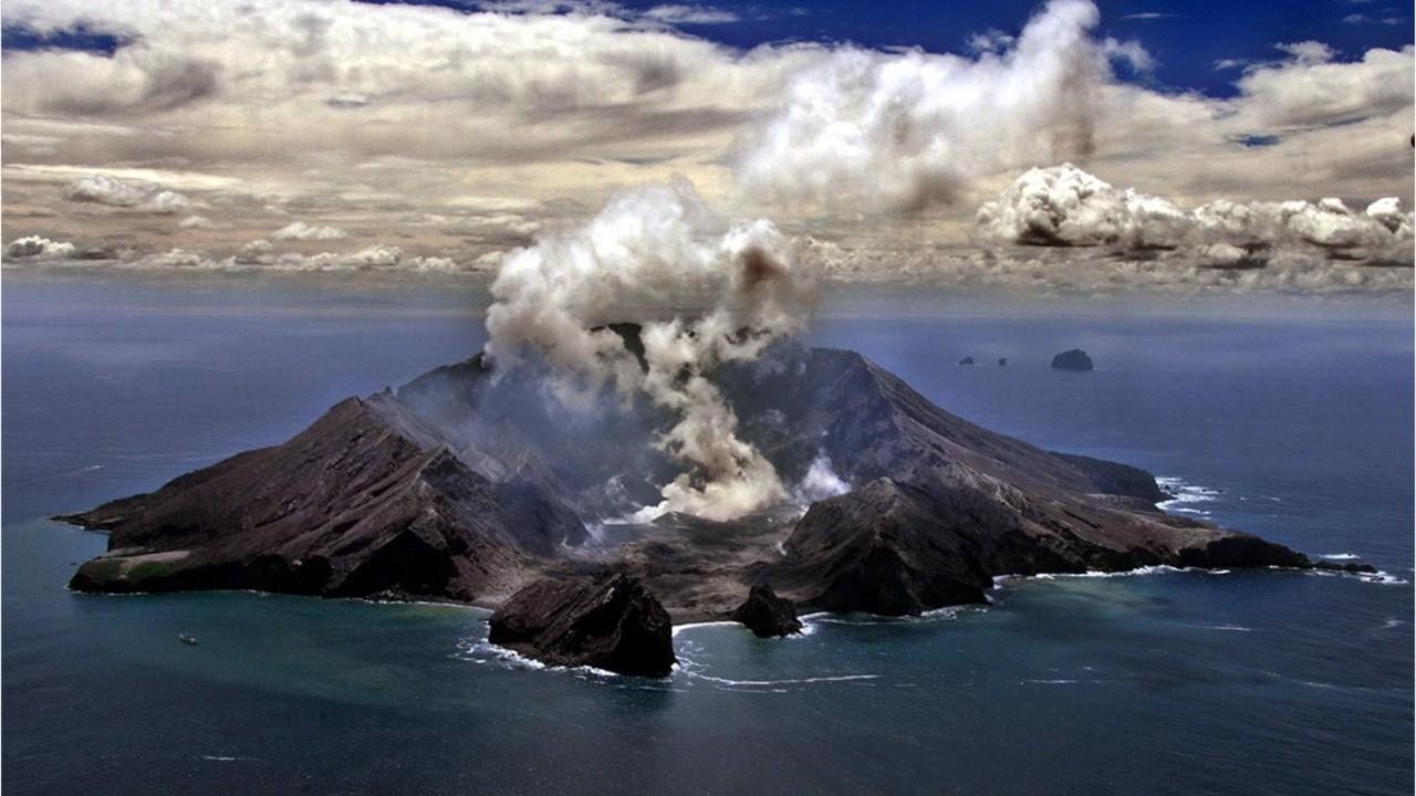 Fox News Today: New Zealand volcano dead include 2 teen brothers from Chicago area; parents still missing: reports