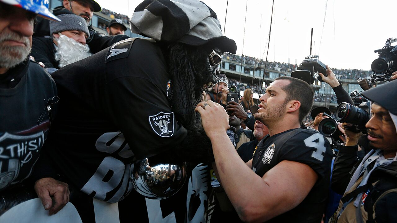 Fox News Today: Raiders leave Oakland for final time to chorus of boos, trash in chaotic loss