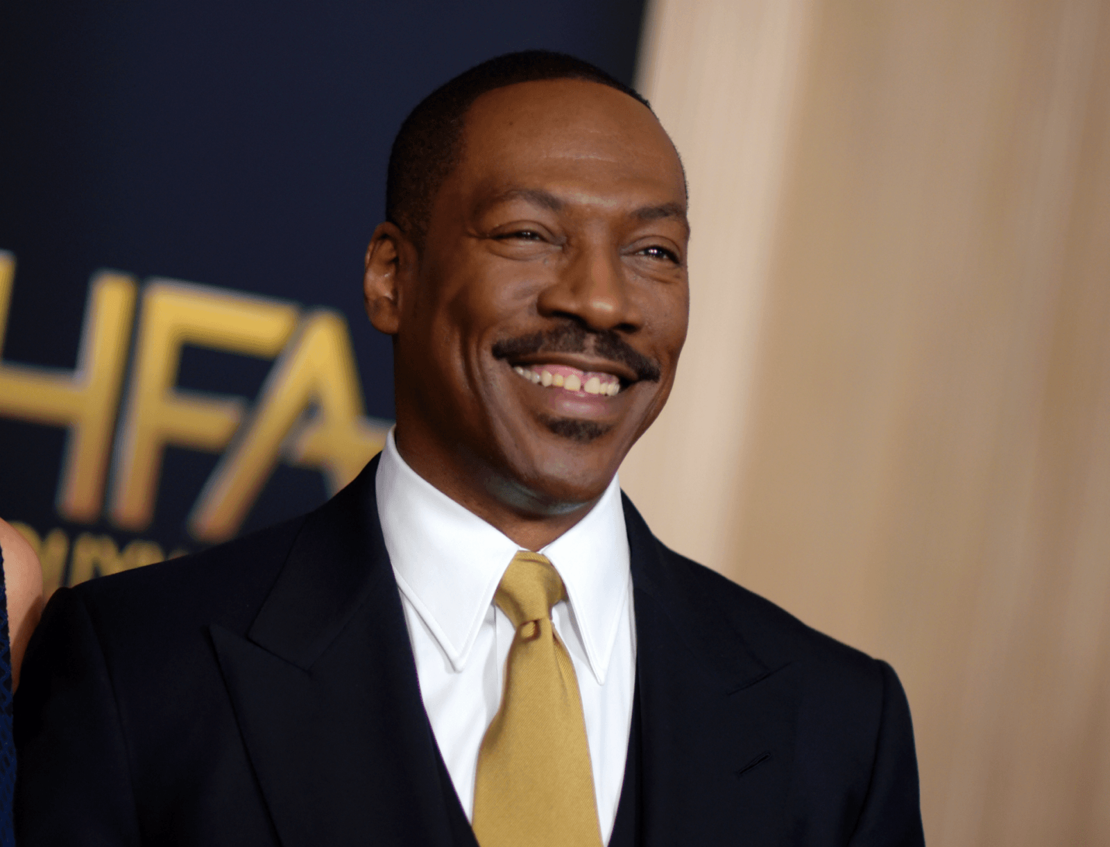 Fox News Today: Eddie Murphy returns to 'SNL' — pokes fun at Bill Cosby, accidentally says 's—'