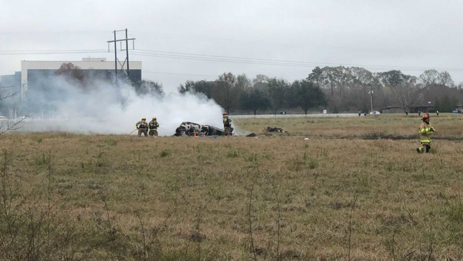A twin-engine plane with 6 people on board crashed in Lafayette, Louisiana. (Acadian News)