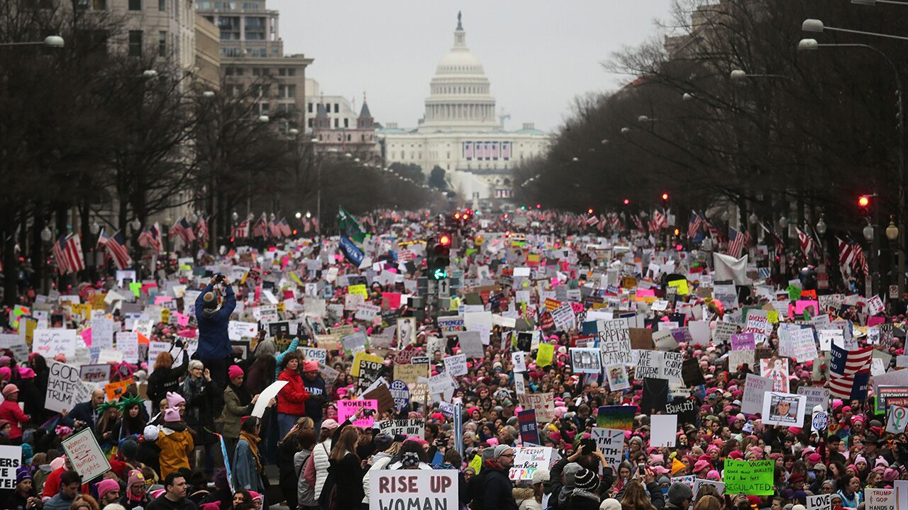 national-archives-apologizes-for-blurring-anti-trump-signs-in-women's-march-photo:-'we-made-a-mistake'