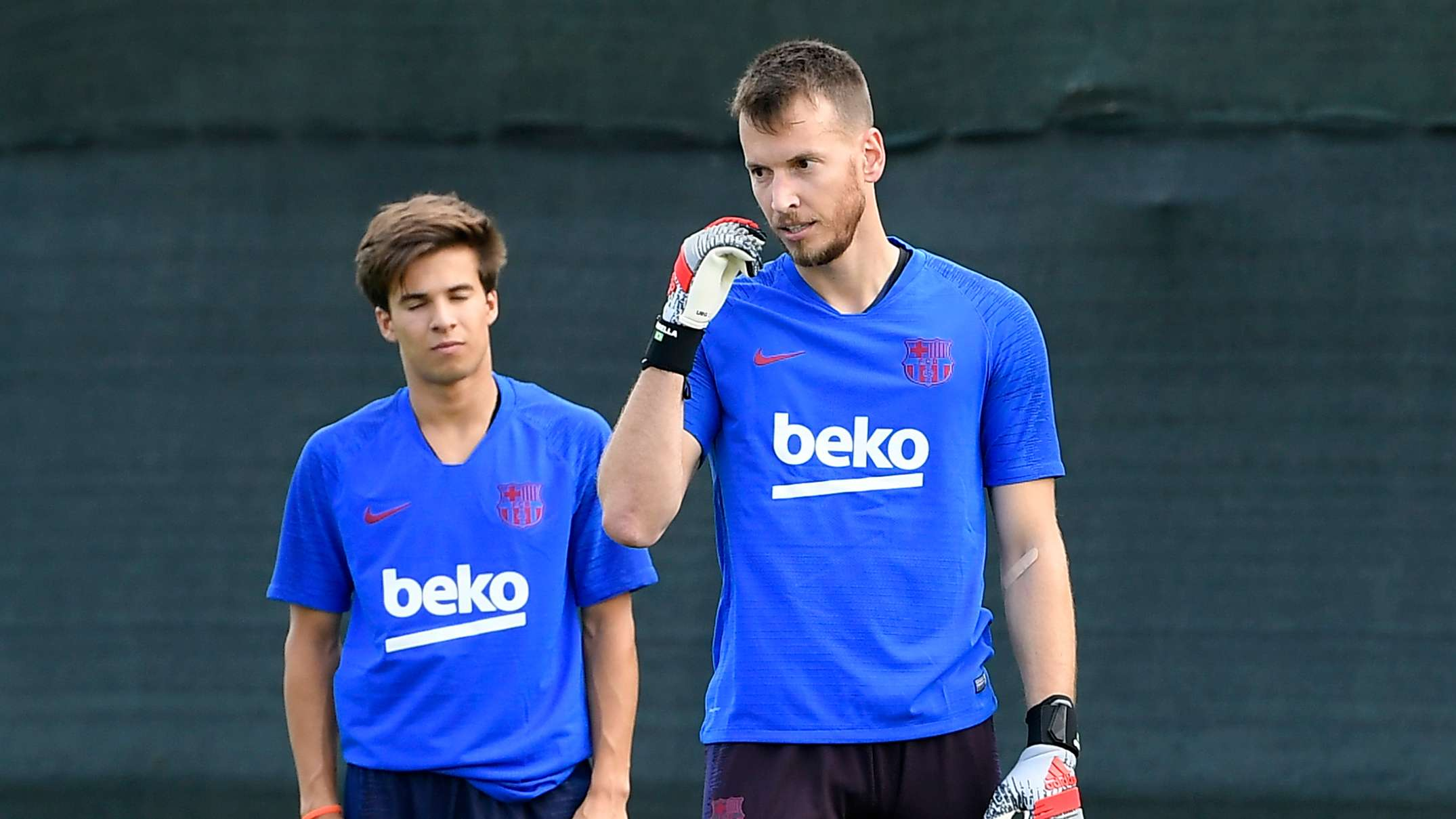 barcelona-could-lose-goalkeeper-neto-to-injury