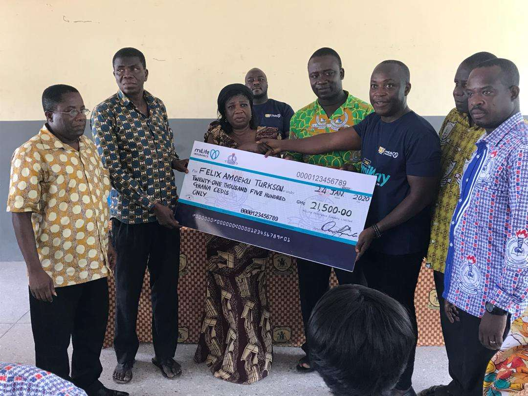 dompoase-accident-victim's-family-receives-claim-from-gnat-milife