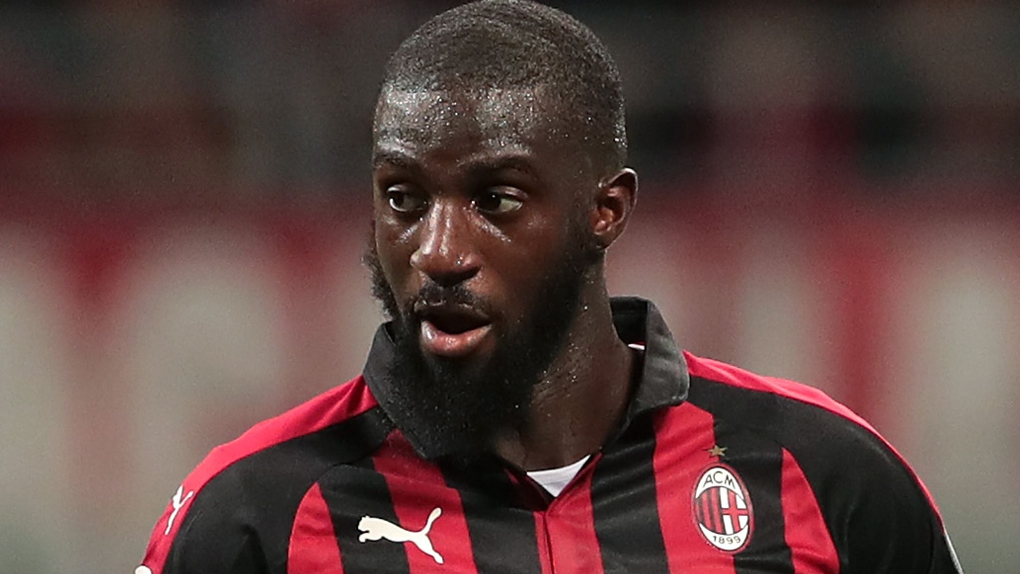 Tiemoue Bakayoko has left Chelsea just in time, with transfer windows across Europe closing left right and centre. The central midfielder looked close to a return to AC Milan, where he had been on loan two seasons ago, but the move didn't work out. TuttoMercatoWeb today explain exactly why. Earlier in the summer, Inter Milan were chasing much coveted central midfielder Sandro Tonali. AC were going to have to settle for unwanted Chelsea man Bakayoko on loan. But when AC Milan managed to pull off the coup of signing Tonali themselves, suddenly Bakayoko was an unnecessary extra. With not long left to conclude a deal, the Blues were back to square one. Luckily for them, Baka's manager from his spell at Milan – Gennaro Gattuso – had moved to Napoli last season, and was still keen on bringing his old charge back to Serie A. In the end, this might work out for the best, for Milan, Bakayoko and Napoli.