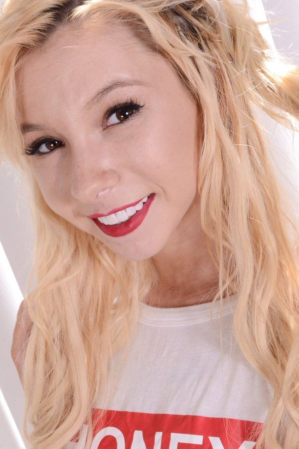 Kenzie Reeves is an American actress who works in the AV industry {IMDb source}. Born on June 7, 1997, Kenzie hails from New Hampshire, New Hampshire, United States. As in 2021, Kenzie Reeves's age is 23 years. Check below for more deets about Kenzie Reeves. This page will put a light upon the Kenzie Reeves bio, wiki, age, birthday, family details, affairs, controversies, caste, height, weight, rumors, lesser-known facts, and more.