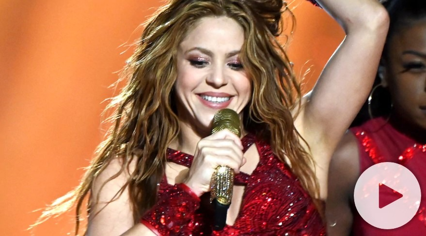 Shakira debuts new red hair: 'Surprise!'
