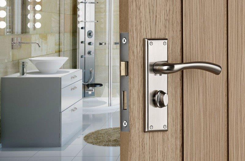 Easy tips for changing door handles in the UK