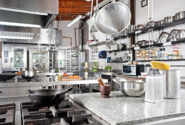7 Factors to Consider While Buying Restaurant Kitchen Equipment