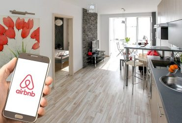 airbnb vs hotel, which one is better?