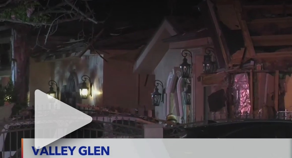 Valley Glen explosion leaves 2 men hospitalized