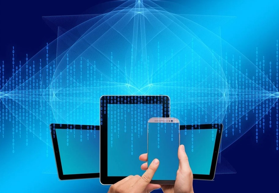 What are the Benefits of Dual Display Smartphones in Digital Marketing?