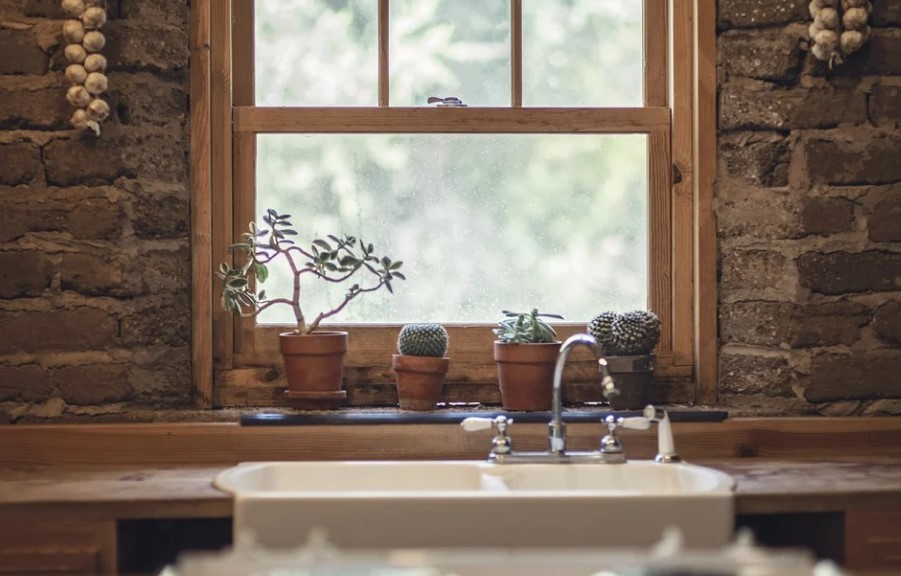 How Do You Know If You Need a Window Repair or Replacement?